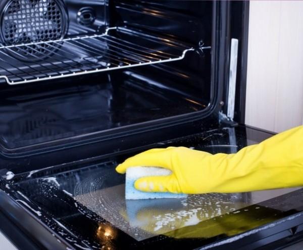 comment nettoyer four : astuces pour décaper